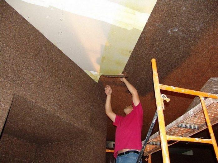 монтаж пробки на потолок