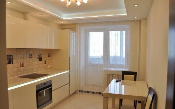 варианты дизайна потолка для кухни