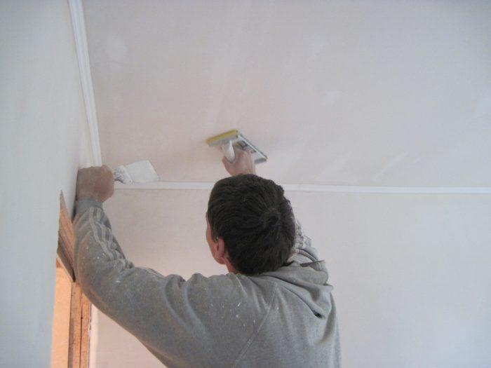 как ровнять потолок под покраску