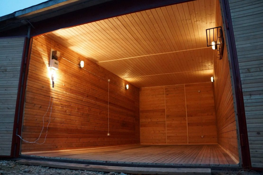 потолок в гараже из деревянной вагонки