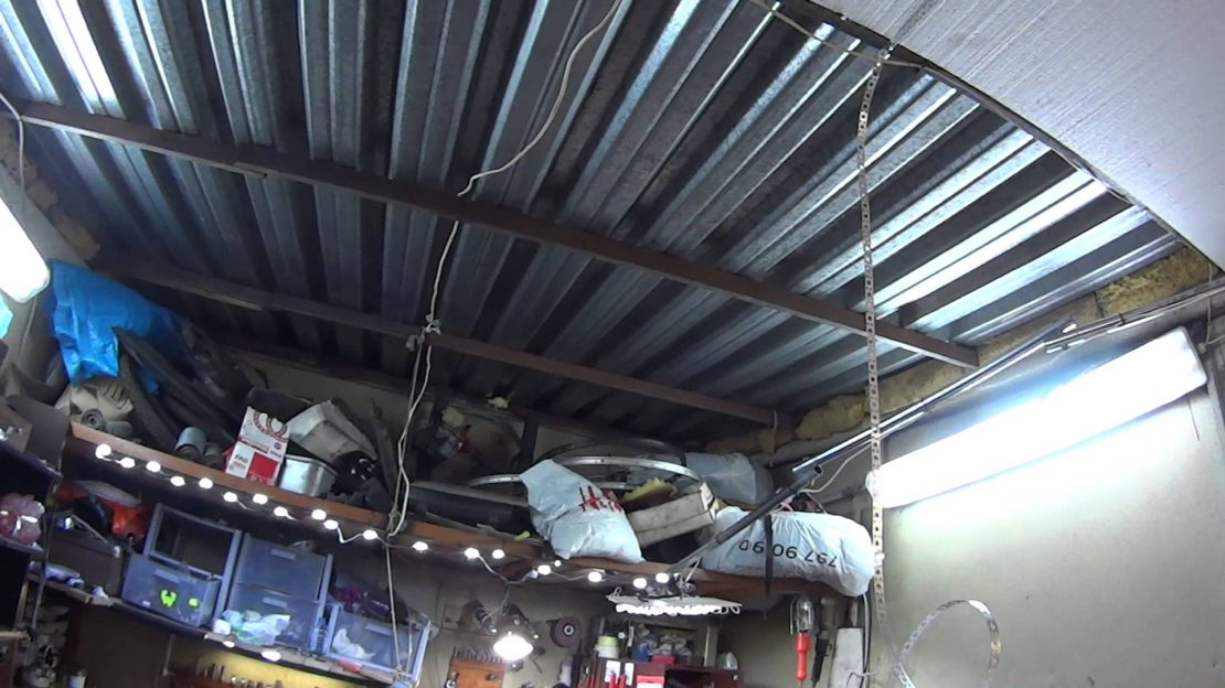 профнастил на потолке